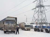 Пробка на шоссе из-за снегопада