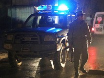 Афганский полицейский на месте взрыва в Кабуле