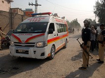 Военная полиция и скорая помощь Пакистана на месте происшествия