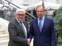 Главы МИД Германии и России Франк-Вальтер Штайнмайер и Сергей Лавров