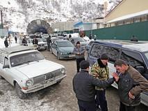 Очередь автомобилей на границе Южной Осетии и России около Рокского тоннеля