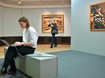 Посетители Третьяковской галереи в Москве
