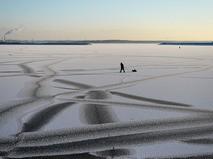 Рыбак на тонком льду