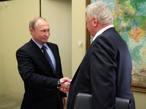 Владимир Путин и глава ФНПР Михаил Шмаков