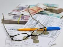 Рублевые купюры разного достоинства и платежный документ