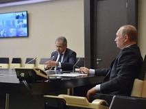Президент России Владимир Путин и министр обороны РФ Сергей Шойгу во время видеконференции