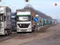Очередь из грузовиков на Украине