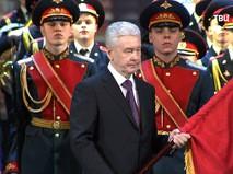 Сергей Собянин вручает флаг кадетам Москвы