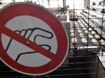 """Знак """"Руками не трогать"""" в пекарне"""