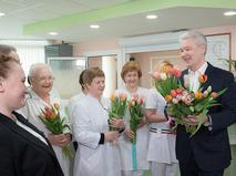 Сергей Собянин поздравляет врачей в 8 марта