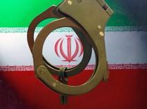 Наручники на фоне иранского флага