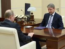Президент России Владимир Путин и министр сельского хозяйства РФ Александр Ткачев во время встречи