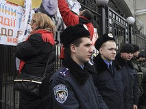Акция протеста у здания посольства России в Киеве