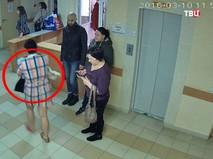 Девушка во время похищения ребенка в Белгороде