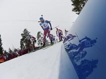 Максим Цветков на дистанции эстафеты среди мужчин на чемпионате мира по биатлону