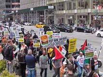 Жители Нью-Йорка на митинге
