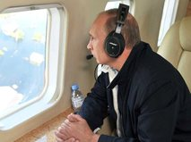 Владимир Путин на борту вертолета