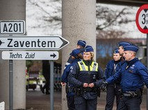 Полицейские обеспечивают безопасность в аэропорту Завентема