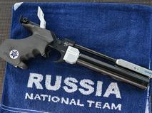 Пистолет на огневом рубеже на ЧМ по современному пятиборью