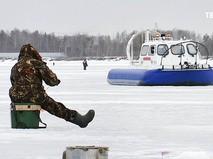 Береговая охрана МЧС наблюдает за рыбаками