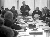 Сергей Лапин во время заседания руководства телевидения
