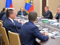 Владимир Путин провел совещание с членами Правительства