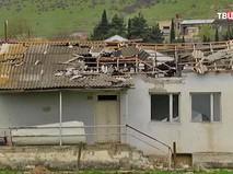 Разрушенный дом в зоне карабахского конфликта
