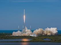 Falcon 9 на стартовой площадке