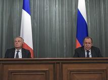 Министр иностранных дел РФ Сергей Лавров и министр иностранных дел Жан-Марк Эйро на пресс-конференции