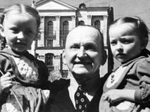 Александр Вертинский с дочерьми - Марианной и Анастасией