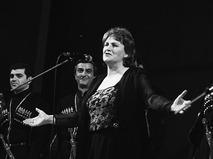 """Нонна Мордюкова с мужским хором """"Гори"""" на кинофестивале в Тбилиси"""