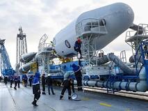 """Предстартовые вывоз и установка ракеты """"Союз-2.1а"""" с космическими аппаратами """"Ломоносов"""", """"Аист-2Д"""" и SamSat-218 на стартовую площадку космодрома """"Восточный"""""""