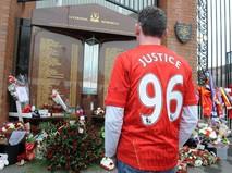 """Мемориал в память о 96 болельщиках, погибших в давке на стадионе """"Хиллсборо"""""""