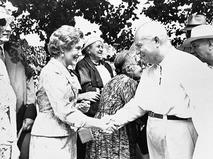 Любовь Орлова и Никита Хрущёв во время приёма деятелей искусства и литературы