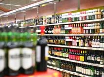 Полки с вином в магазине