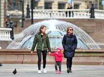 Жители Москвы гуляют