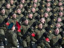 Участники пеших колонн парадного расчёта войск Московского гарнизона Центрального военного округа во время подготовки к Параду Победы