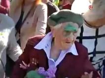Украинские радикалы облили ветерана ВОВ зеленкой
