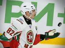 Хоккеист Евгений Медведев
