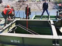 Военные возводят мост