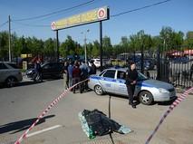 Сотрудник полиции у Хованского кладбища в Москве, где произошла массовая драка со стрельбой