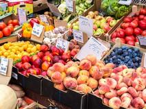 Продажа овощей и фруктов на рынке
