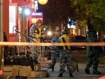 """Сотрудники полиции около офиса """"Московского кредитного банка"""""""