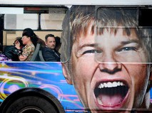 Портрет футболиста Андрея Аршавина на московском автобусе