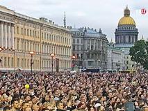 Концерт а Дворцовой площади в Санкт-Петербурге