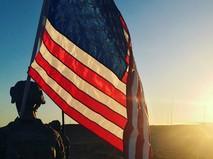 Военнослужащий с флагом США
