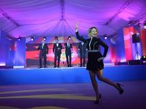 """Мария Захарова во время исполнения танца """"Калинка"""" в Сочи"""