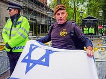 Полиция Великобритании у посольства Израиля в Лондоне