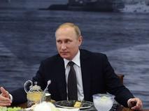 Президент России Владимир Путин во время встречи с руководителями крупнейших мировых информационных агентств