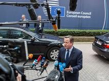 Премьер-министр Великобритании Дэвид Кэмерон общается с журналистами в рамках саммита ЕС в Брюсселе